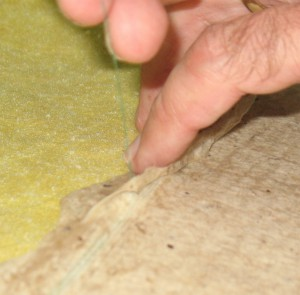 Lifting the sheet edge with the thread