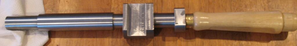 Finished piston rod with handle