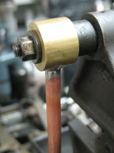 The top connector installed on the paper clamp shaft.